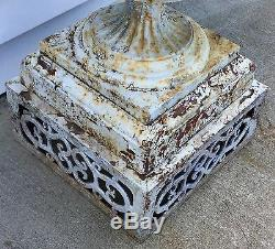 Old Vtg Antique Fonte Ornement Blanc Chippy Peinture Jardin Cemetary Planteur Urne