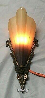 Vtg Brass Art Déco Sconce Paire Pointe Noire En Verre Slip Shades Old Lumières 186-19e